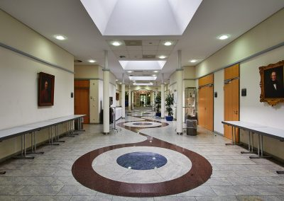Hotel, 2000
